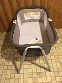 Chicco Bassinet w/Sheet and Travel Bag Burke