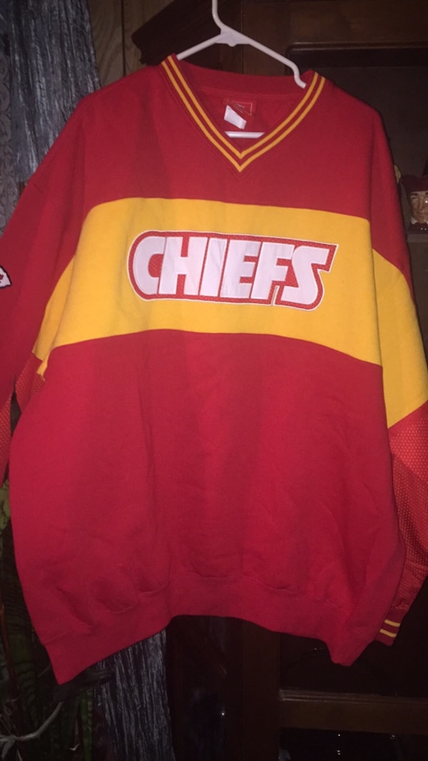 2xL new chiefs jersey    2xL chiefs insulated jacket new  never worn $100.00  New Jersey 2xL  50   New v neck chiefs sweatshirt $60. 7a46e2b8-bb19-4143-8598-0a96027326ef