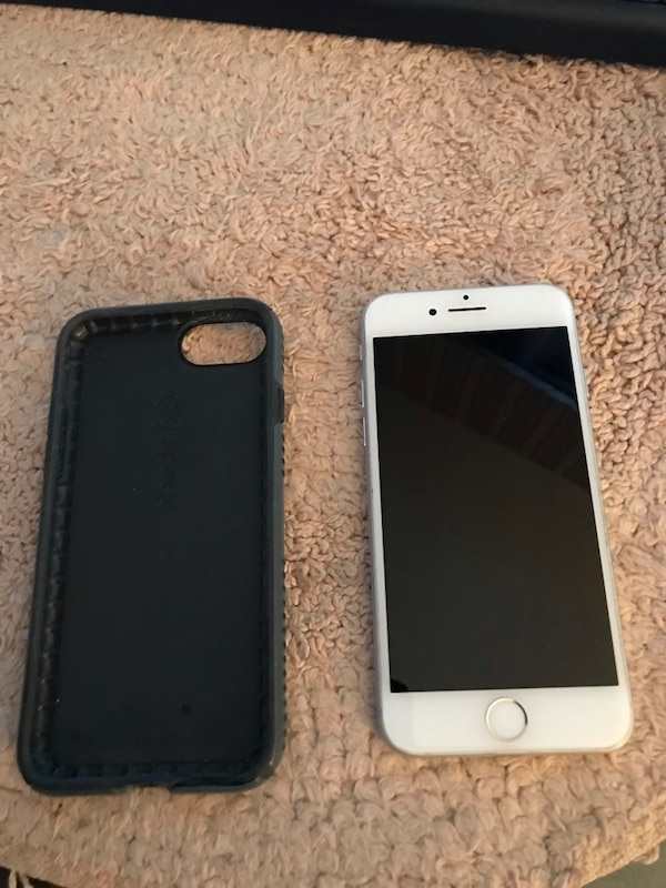 iPhone 7 unlocked in excellent condition cash and carry only I live in  Staten Island