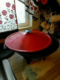round red and black ceramic bowl Bakersfield, 93307
