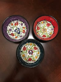 three round black-and-red floral ceramic plates Garland, 75044