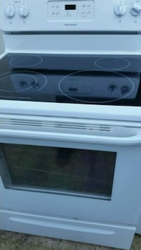 Excellent condition electric stove like new 5 mont Lincolnia, 22312