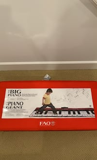FAO SCHWARZ MUSICAL PIANO - Great for XMAS present