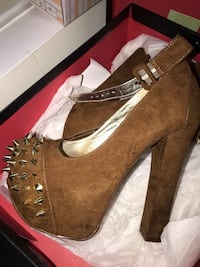 pair of brown suede boots in box Chicago, 60641