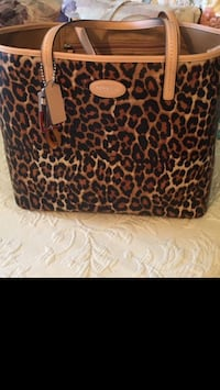 Coach purse new authentic from the Coach store paid $328 Nashville, 37076