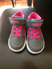 Adidas toddler sneakers size 5T  Hempstead, 11550