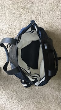 Lululemon tote bag.  Great for travel or the gym!