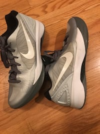 pair of white-and-black Nike basketball shoes Western Springs, 60558