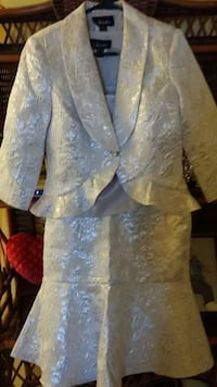 women's gray floral button-up blazer and skirt Mississauga, L4W 2X9