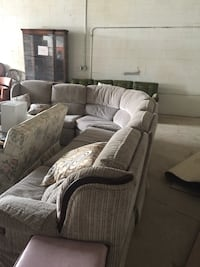 Huge sectional sofa, negotiable, this item is located in Mississauga  Innisfil, L9S