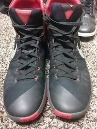 pair of black basketball shoes Toledo, 43605