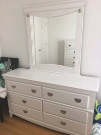 White bedroom set has some scratches  Dorval, H9S 0A7