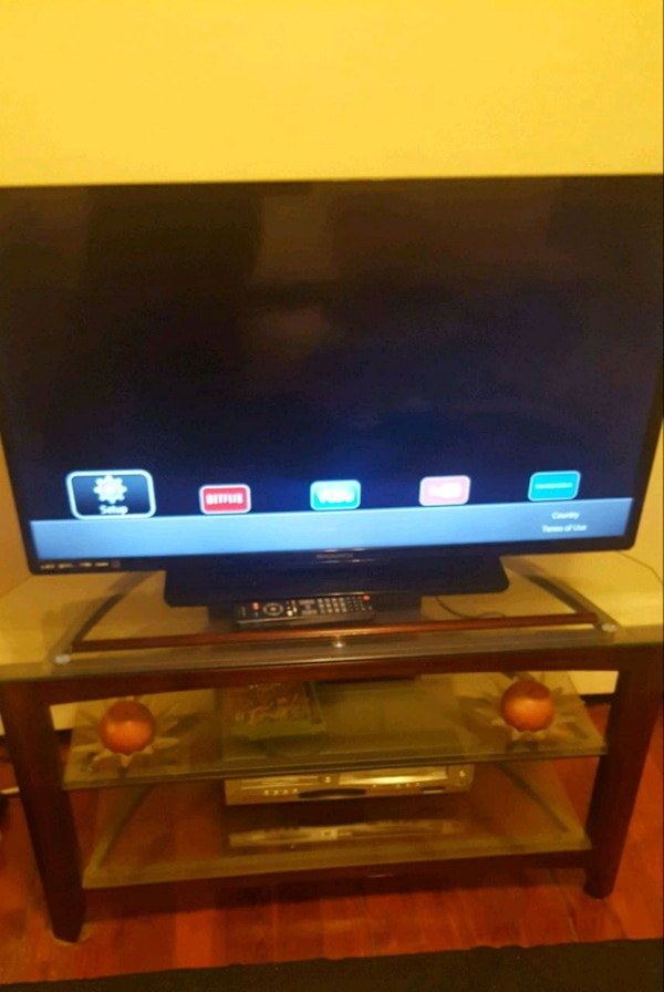 Used 42 Inch Smart Tv And Tv Stand For Sale In Pittsfield Letgo