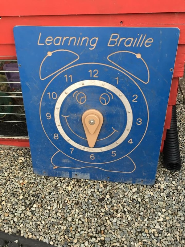 blue Learning Braille analog clock