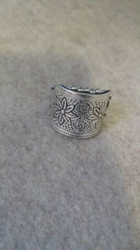 silver-colored and black ring Woodbridge, 22193