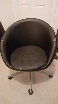 black leather padded rolling chair 3738 km