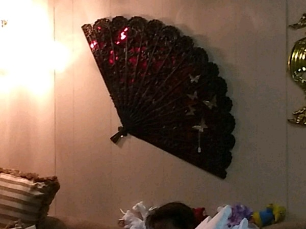 scalloped-edge red and black floral decorative hand fan