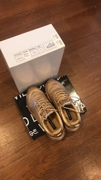 Gold sneakers brand new in box size 7 Kitchener, N2B 2Y6