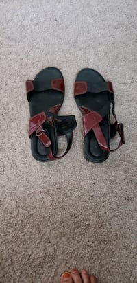 Size 7 two set of sandals for 8$ Sterling, 20164