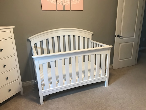 Baby Crib (4 in 1) with mattress