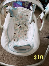 baby's white and gray bouncer Fort Riley, 66442