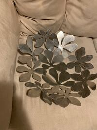 white and gray floral textile Charleston, 29414