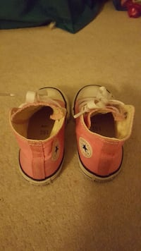 Converse size 7 for toddler  Vancouver, V5R 6E1