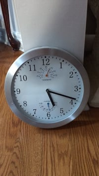 Round gray-framed wall clock . Brampton, L7A 2W8