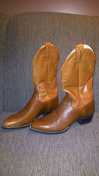 LIKE NEW! Ariat Women's Western  Boots