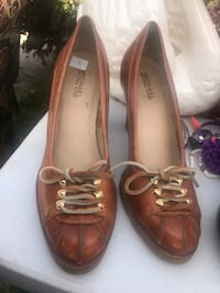 pair of brown leather loafers South Gate, 90280