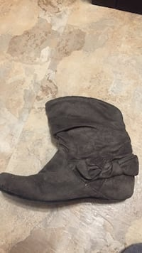 Grey shirt boots  Winnipeg, R2J 3N9