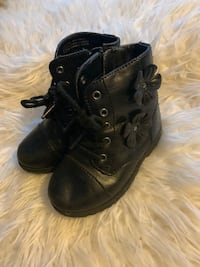 KIDS BOOTS SIZE 8  Fort Washington
