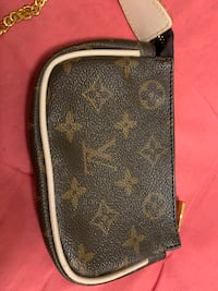 Lv coin purse like new Vancouver, V5R 4E5