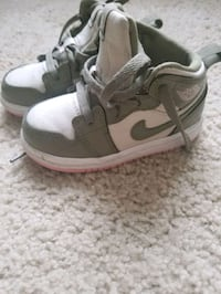 Nike sneakers - toddler size 6c New Rochelle, 10801
