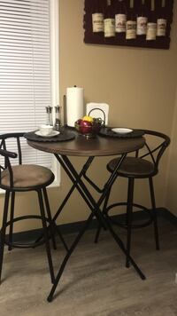 Cute kitchen table with bar stools  156 mi