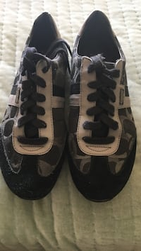 pair of black-and-white low top sneakers Revere, 02151
