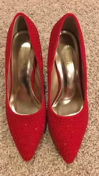Red closed toed high heels Greeley, 80634