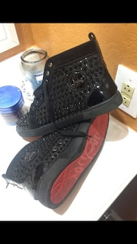 pair of black-and-red high top sneakers Arlington, 76015