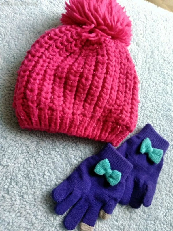 Childrens Place Hat & Gloves