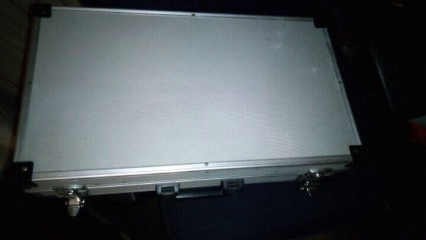 Locking aluminum case