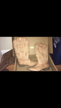 Size 11 cowgirl boots  Blacklick, 43004