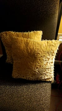 Two small gold color pillows Laurel, 20707