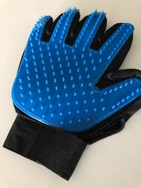 Pet brushing glove, new New Westminster, V3M