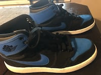 pair of black-and-blue Nike basketball shoes Los Angeles, 91342