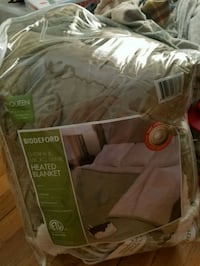 Queen heated blanket with dual controls Woonsocket, 02895