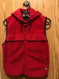Red and black zip-up Levis vest Burnaby, V5H 1M2