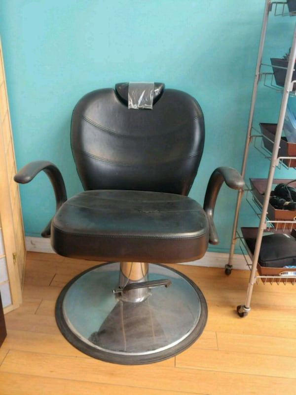 black leather padded rolling chair 54551d51-c994-47a9-a1a6-8c0abaa15371