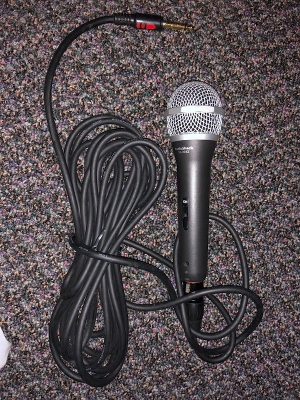 Microphone and Cable - Excellent Condition 1a066ea2-9a99-45e0-a34e-afc9aa957609
