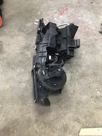 Complete heater unit off Chrysler300 included heater blower motor heater core and all wires harness  Winnipeg, R3R 1J4