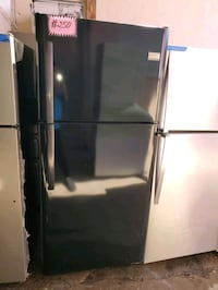 Frigidaire top and bottom fridge working perfectly